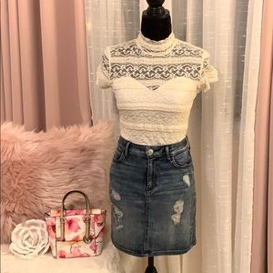 🌷Guess Lace Top🌷